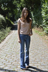 Lore Mosselmans - Zara Flared Jeans, H&M T Shirt - Flared jeans