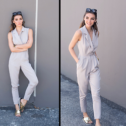 Tienlyn . - Pool Slides, D Ring Jumpsuit - JUMP AROUND
