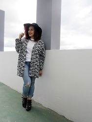 Lary Mello -  - Big Coat & Jeans