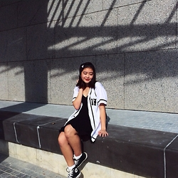 Beverly Tan - Brandy Melville Usa Jada Dress, Converse Black High Rise, Hater Snapback, The Carousell Baseball Outerwear - Princess of sports