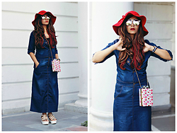 Surbhi Suri - Amiclubwear Denim Dress, Amiclubwear Sling, Amiclubwear Flatforms, Amiclubwear Mirrored Sunnies, Floppy Hat, Daniel Wellington Watch - Parisian Moment