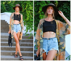 Yulia Sidorenko - Oasap Shorts, Style Moi Crop Top, Style Moi Kimono, Style Moi Flash Tattoo, Dresslink Fringe Bag, H&M Slider Sandals - Tropical