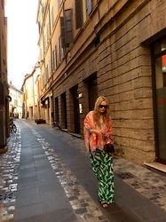 Ella Cervjakova - Giorgio Armani Top, H&M Pants, Louis Vuitton Clutch, American Eagle Shoes, Valentino Sunnies - Walking down the old town