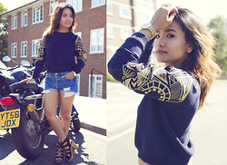 Suzi Shrestha - Levis Shorts, Amazon Jumper, New Look Shoes - Gold Details