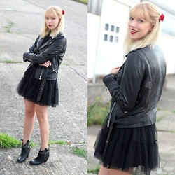 Lavie Deboite -  - All in Black - Tüll und Leder