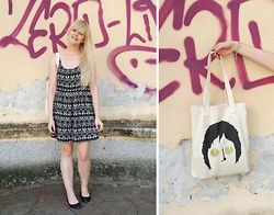 Ingrid O - Ingridesign John Lennon // Imagine Tote Bag, H&M B&W Summer Dress, Din Sko Black Leather Ballerina's, Thomas Sabo Charm Bracelet - Imagine