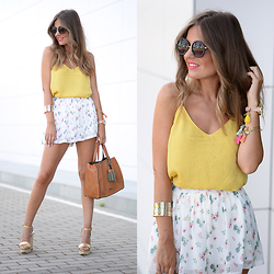 Helena Cueva - Mango Top, Fashion Pills Shorts, Zara Sunnies, Abbacino Handbag - Tropical Shorts