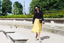 Thythu NGUYEN - Forever 21 Citron Skirt, Equipment Black Shirt, Zara White Leather Sandales - Citron skirt