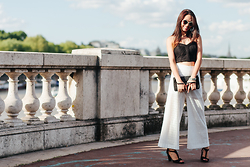 Thythu NGUYEN - Reiss Vintage Clutch, H&M Tricot Corset, Zara White Crochet Culotte, André Velvet Sandales, Miu Cat Eyes - Black or white or the Sun