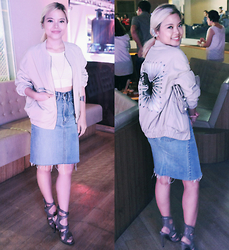 Kash Zabala - H&M Bomber Jacket, Aldo Accessories Ear Cuff, Bench Crop Shirt, H&M Silver Body Chain, Levis Denim Skirt, Zara Grey Heels - Live In Levis