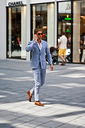 Darko Lukac - Tommy Hilfiger Sunglasses, Tommy Hilfiger Suit, Gucci Loafers - Hello downtown Vienna