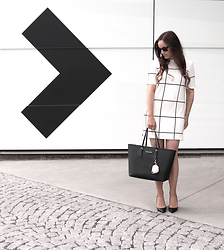Therez Hahlin - Bik Bok Dress, Michael Kors Bag - Grid