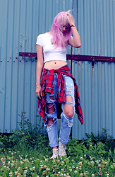 Sotzie Q - Dresslink Ripped Jeans, Second Hand Red Tartan Flannel Shirt, Second Hand White Crop Top, Converse White - Dead ends