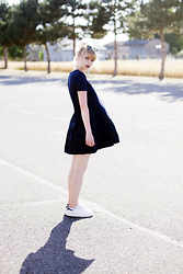 Angéline - Ray Ban Sunglasses, Ba&Sh Blue Dress, Adidas Sneakers - Playground Love