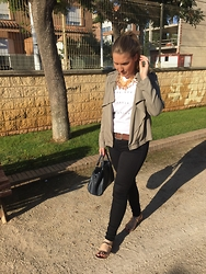 Virginia Yagüe - Stradivarius Jacket, Zara T Shirt, Bimba Y Lola Bag - White t shirt