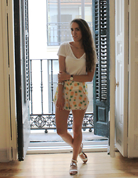 Raquel T.G. - Wholesalebuying Pineapple Shorts, Daniel Wellington Watch - .Pineapple.
