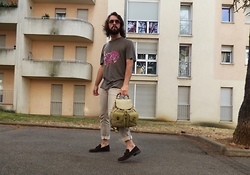 Max. G - Tod's Sunglasses, Lanvin Hippopotamus Tee, Gucci Green Bamboo Backpack, Dolce & Gabbana Rolled Up Beige Jeans - Supernature