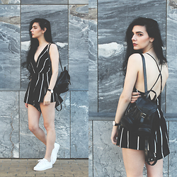 CLAUDIA Holynights - Oasap Striped Playsuit, Adidas Superstar - Striped playsuit and sneakers