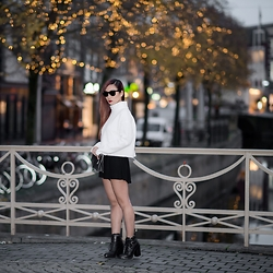 Fiveftwo - Zara Shoes, H&M Sweater, Ray Ban Sunglasses - At night