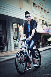 Espada Yassine - Coats - Riding bicycle