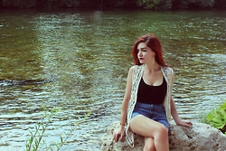 Angel Rosen - Vintage Vest, Pull & Bear High Waisted Shorts, Bershka Crop Top - The River