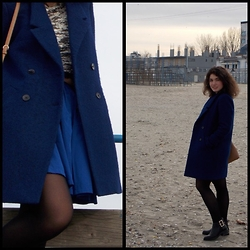 Mara P - Stradivarius Boots, Coach Bag, Reserved Coat - Windy beach