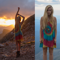 Jordan Rose - Gypsy Warrior Mini Dress, Wren And Glory Large Leaf Pendant - // tie dyed sunset //