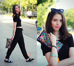 Ana Mª Aranda - New Dress Handbag, Stradivarius Crop Top, Stradivarius Pants, Zara Sandals - Touch of colour