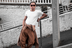 Bloggers Boyfriend - Asos Masculine Tee, Celine Oversized Sunglasses, H&M Studio Aw 2015 Loose Fit Pleated Camel Trousers, H&M Studio A/W 2015 15 Camel Wool Over Long Coat - How to wear Camel in Summer
