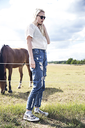 Nicola Marleen - Sassy Classy Top, Sassyclassy Jeans, Public Desire Shoes - In the fields again