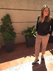 Virginia Yagüe - Zara Sweater, Blanco Trousers, Zara Flats - Black and beige