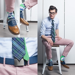 Chris Nicholas - Mission Belt Co, Mission Belt Co Stainless Buckle, Hitsu Socks, Cole Haan Saddles, H&M Chinos, Tommy Hilfiger Tie, Indochino Shirt, Warby Parker Glasses - 157
