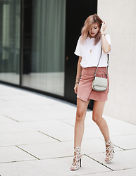 Jana Wind - Missguided Skirt, Missguided Sandals - Suede