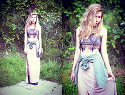 She is Magique Oh my Dior - Romwe Lace Crop Top, Lulu*S Skirt, Asos Jacket - Horizon