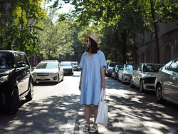 Carolyn C - Aritzia Straw Cap, Madewell Blue Chambray Dress, Forever 21 Tote Bag - Nyc @cnylorac
