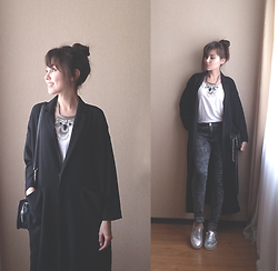 Julia Wigandt - Dresslink Necklace, Monki Coat, Mohito Bag, H&M Skinny, Bershka Slip On Shoes - Grow back