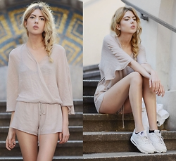 Ebba Zingmark - Pylo Jumpsuit, Love Beverly Necklace, Nike Sneakers - SANDY TONES AND FEELINGS