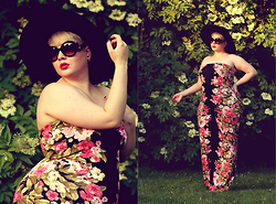 Luciana Blümlein - Conleys Lykkelig Jumpsuit, Zara Hat, Prada Sunglasses, Christian Dior Earrings - • Floral Jumpsuit •