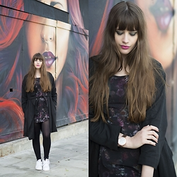 Andrea Funk / andysparkles.de - Adidas Dress, All Saints Coat, Adidas Sneakers - Dark and Lilac Flowers