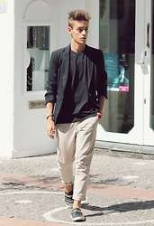 Marco Santoro - Zara Blazers, Ovs Tshirt, United Colors Of Benetton Pants, Giuseppe Zanotti Slippers - CASUAL
