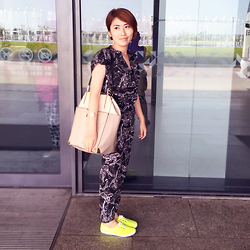 Reina (Ree) - H&M Jumpsuit, New Look Serena Shoulder Bag, Keds Shoes - Airport Style in Bangkok