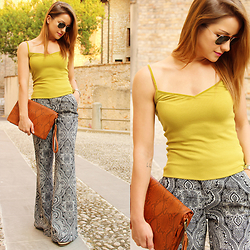 Carmen Antal -  - How to use printed flare pants 1