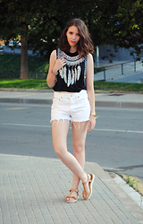 Ana Mª Aranda - New Dress Crop Top, Levi's® Shorts, Casio Watch - Feathers