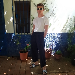 Jesús Lafuente - Massimo Dutti Trausers, Adidas Sandals, Primark Tshirt - Patios Andaluces