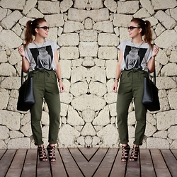 Carolina González Toledo - Lefties Shirt, Lefties Bag, Primark Necklace, Lefties Pants, Lefties Strappy Shoes - Baggy pants