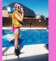 Alicia Pampano - Topshop Faux Fur Vest, Vintage Bathing Suit, Jeffrey Campbell - Underwatersquad