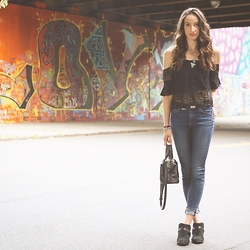 Lindsay W. - Lf Stores Off Shoulder Top, Citizens Of Humanity High Rise Skinny Jeans, Sam Edelman Booties, Free People Black Satchel - City Girl Chic