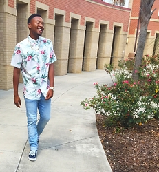 Kedrick Pasley - Vans Sk8 Hi, H&M Light Blue Jeans, Michael Kors Gold And Silver Watch, Old Navy Floral Print Shirt, Aldo Gold Necklace - PacSun.