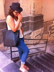 Zaira D'urso - Ovs Basic, Birkenstock Madrid Green, H&M Basic, Terranova Black, Znu Gold, Fedora Black - BIRKENSTOCK AND GO!