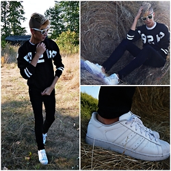 Jacob Żelechowski - Adidas Snekaers, Tidestore Sweatshirt - Run Away With Me
